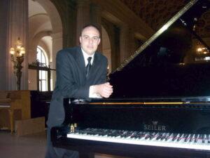 Bozkurt_Erkmen_CEO_San_Mateo_Piano
